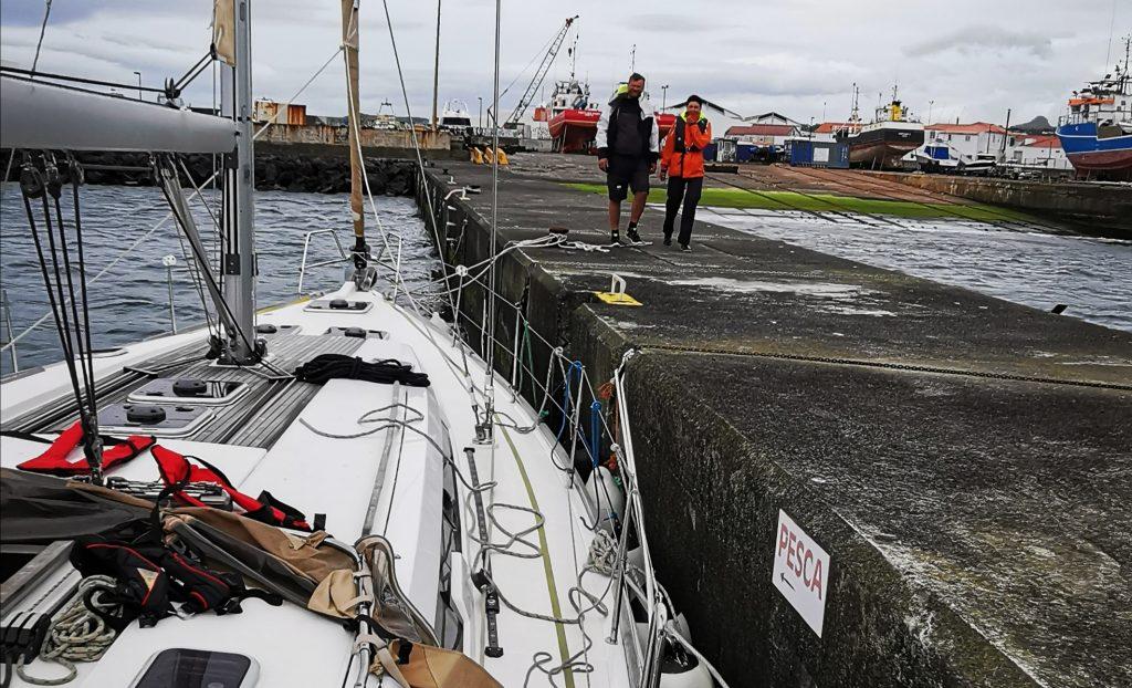 Chvíľku po pristátí v prístave Madalena